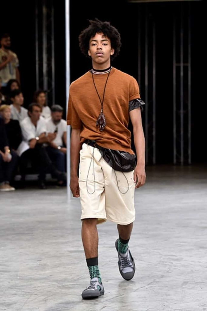 how to wear a fanny pack mens to the side 15