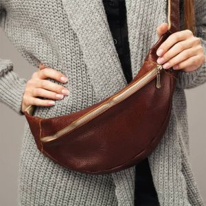 how to wear fanny pack crossbody style